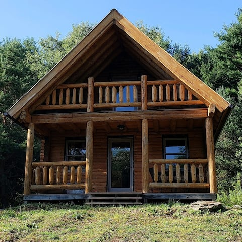 Secluded/Private Little Log Cabin. Now with Wifi