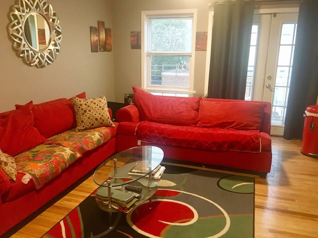 Furnished private room (women only please)