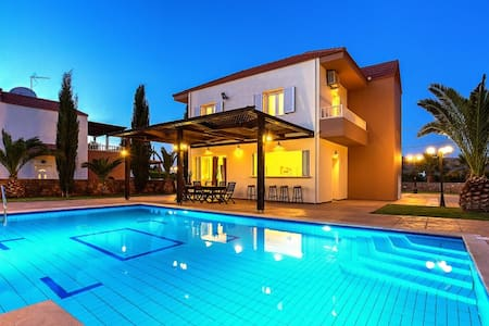 Luxury Villa Zeus - 3 bedrooms - Σίσι - Vila