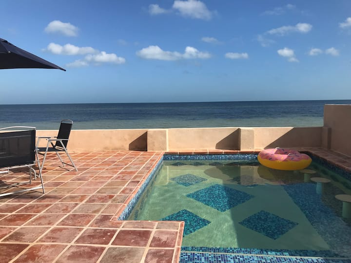 Beautiful Oceanfront Cottage with Pool. 8 persons.