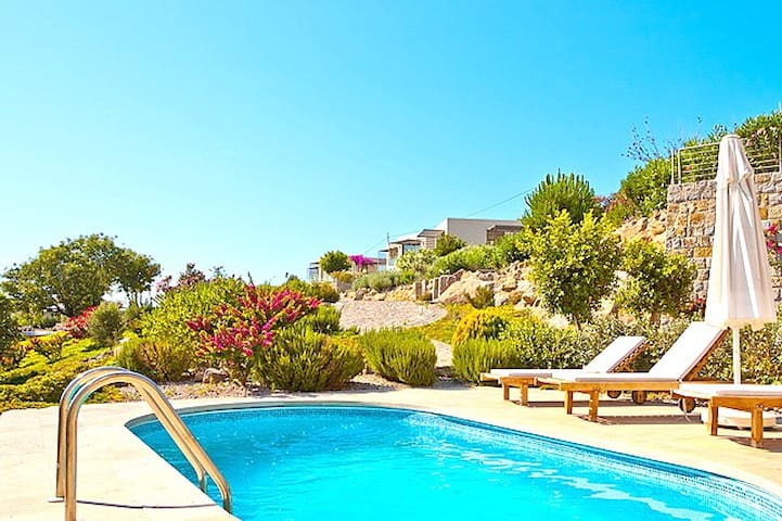 Private Pool 3+1 Villa Diamond E2 - Yalıkavak - บ้าน