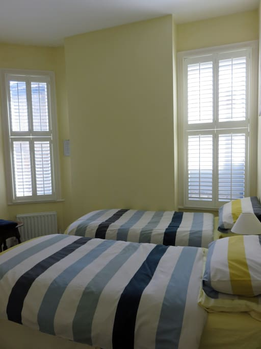 Comfortable Twin Bedded Room Kingston Sw London Houses