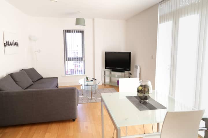 Spacious bright flat  in prime location w parking