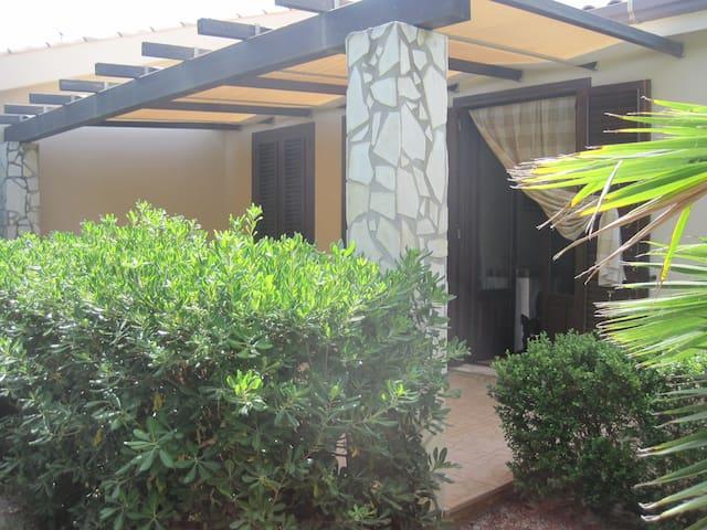 Casa vacanza con giardino in residence - Campofelice di Roccella - Ferienunterkunft