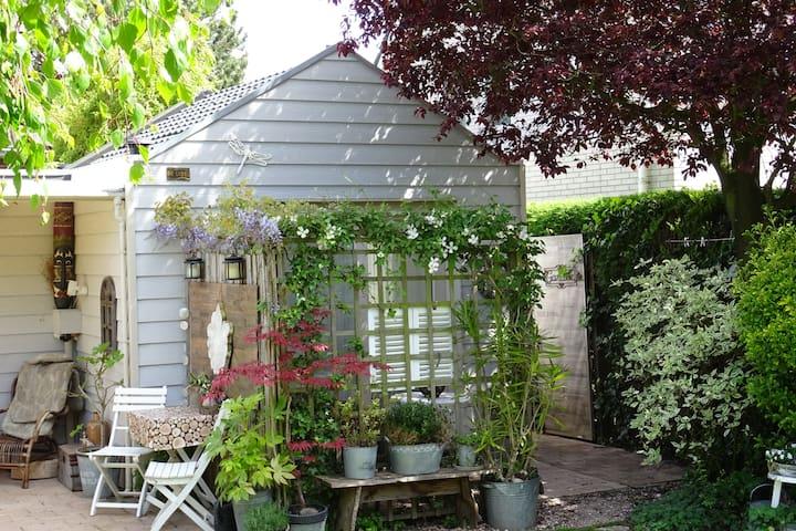 Tiny House De Libel in Oostkapelle (met 2 fietsen)