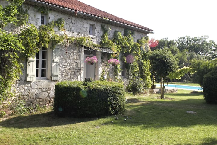 Romantic Farmhouse S - W France - Touffailles