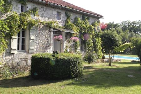 Romantic Farmhouse S - W France - Touffailles