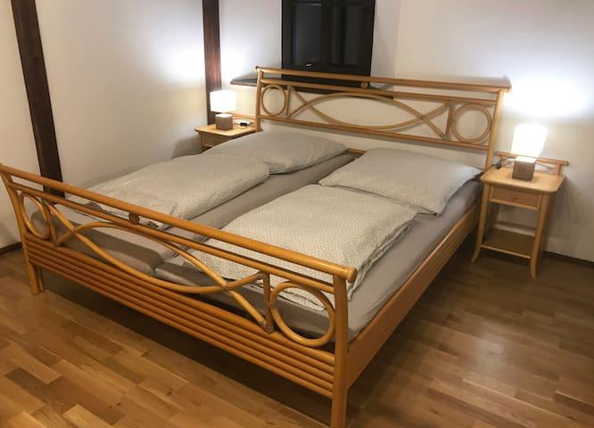Bequemes und angenehmes Schlafen im Doppelbett