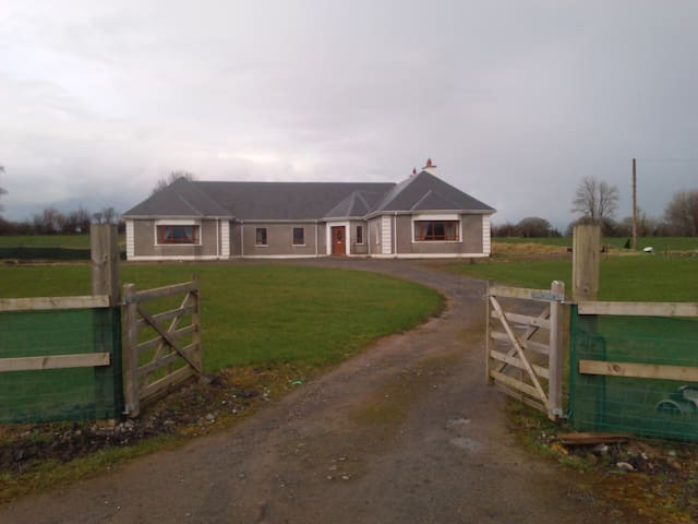 Peaceful country-villa in western Ireland - Roscommon - House