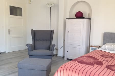 Pretty comfortable one-room apartment with parking - Domdidier