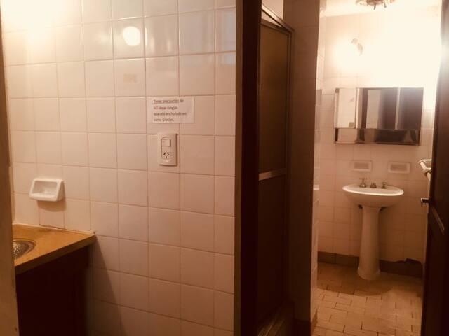 Ante baño y baño de abajo