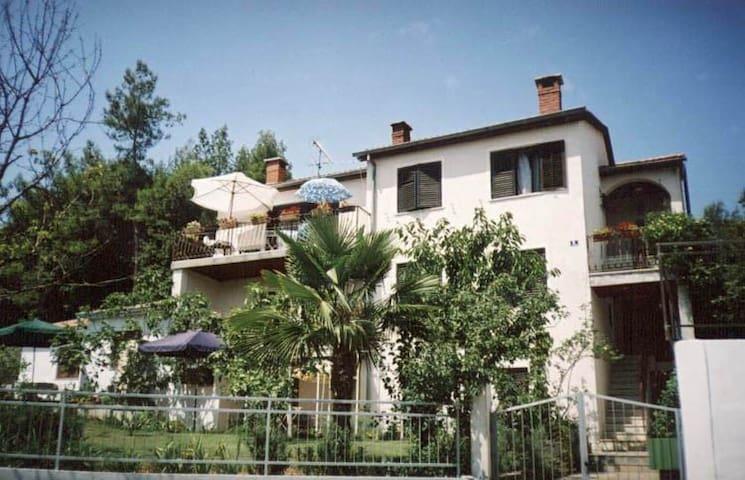 Cozy-family apartment (5-10 min from main market)