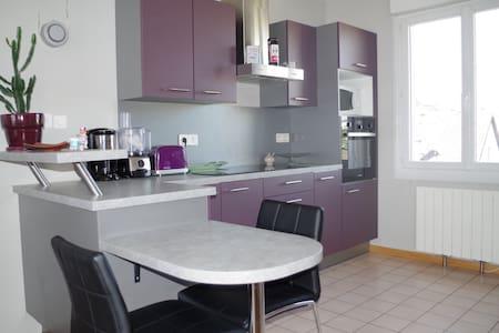 Maison au calme avec jardin - Laval