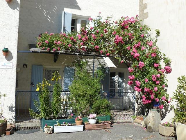 Le Relais, in Le Chaffaut Alpes de Haute Provence - Le Chaffaut-Saint-Jurson - Apartment