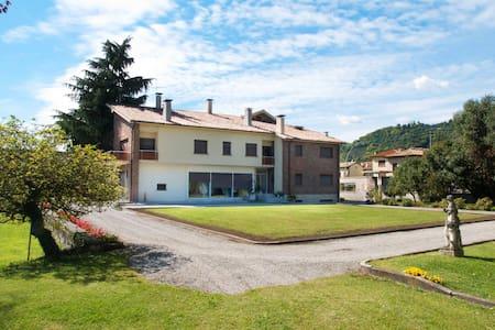 Villa con piscina e parco privato   - Vittorio Veneto
