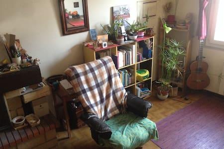 Chambre calme dans maison 2 étages, charmant bourg