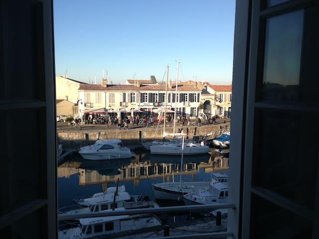 Cosy studio on the harbor