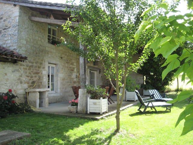 Maison individuelle 90 m² + jardin - Saint-Martin-du-Mont - Casa