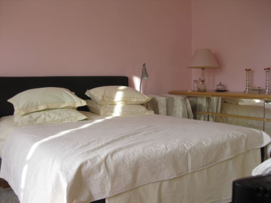 Bastille bercy 4 chic one bedroom apartments for rent in paris le de france france for Bedroom expressions fort collins
