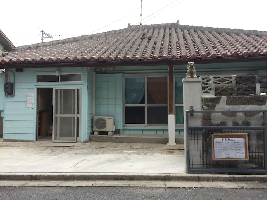 Japanese old share house houses for rent in kadena ch for Minimalist house okinawa japan