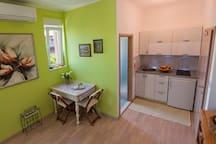 Olive - 1 Bedroom Apt w/ Terrace and Garden View