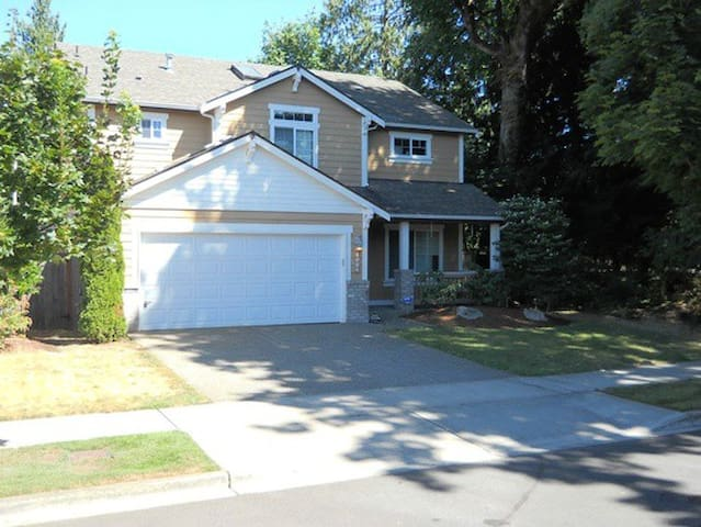 Spacious home near woods in Lacey - Lacey - Talo