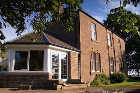 Friendly Farmhouse Bed & Breakfast - Muirhead - Bed & Breakfast