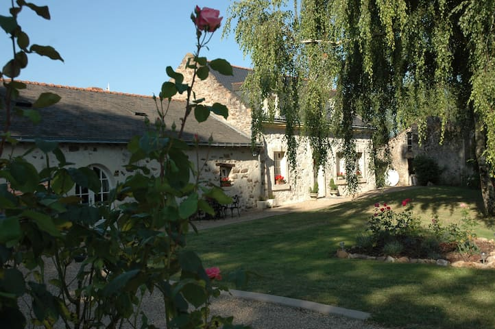 Loire Vallée/Elm Lodge/Paix/Confort - Blaison-Gohier - Bed & Breakfast
