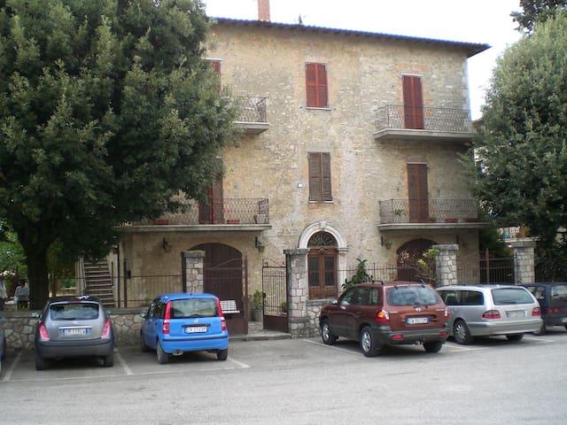 Vacanza suggestivo borgo medioevale - San Terenziano - Apartment