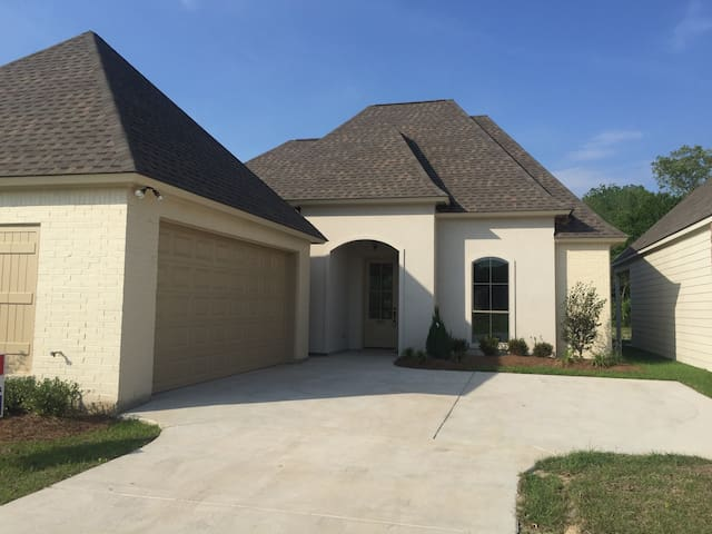 New Home / Community Pool / Gated - Baton Rouge - Haus
