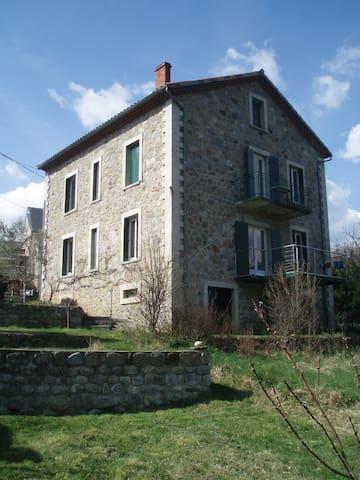 Grande maison de vacances Ardèche - Les Ollières-sur-Eyrieux - Hus