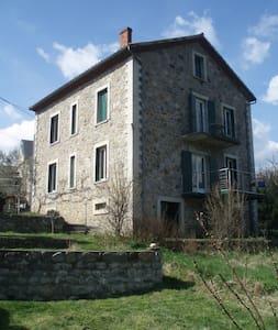 Grande maison de vacances Ardèche - Les Ollières-sur-Eyrieux