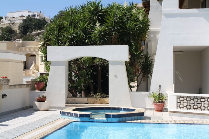 Studio Apartment with Sharing Pool - Il-Mellieħa