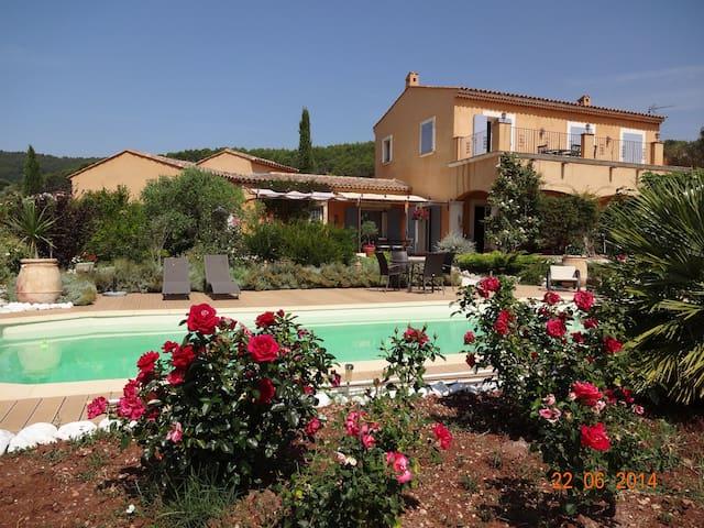 Chambre de charme vue piscine - La Motte