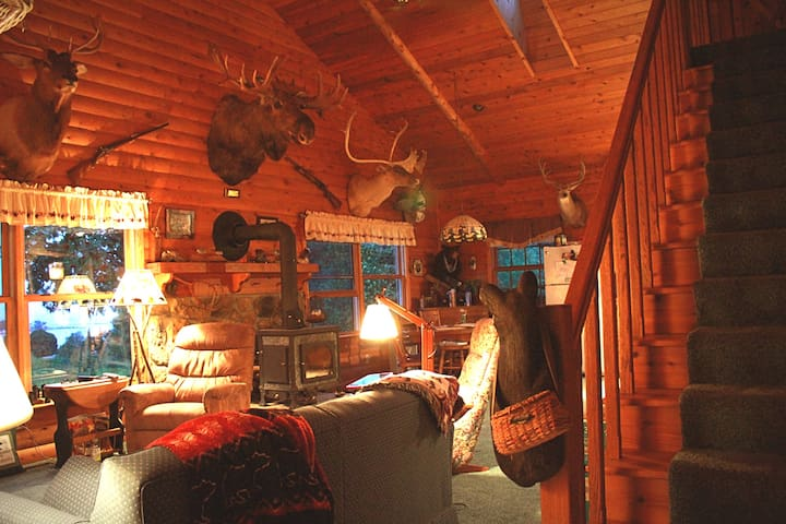 The Log Cabin Lodge: Lake Superior, Grand Marais