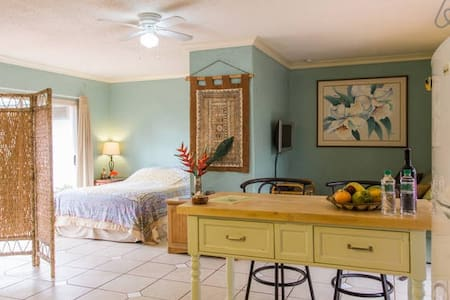 1 br with Hot tub Garden Paradise - Kapaa