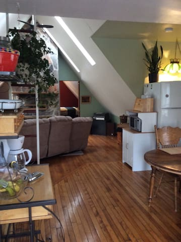 Quaint 2 BD upper apt with kitchen - Londres - Pis