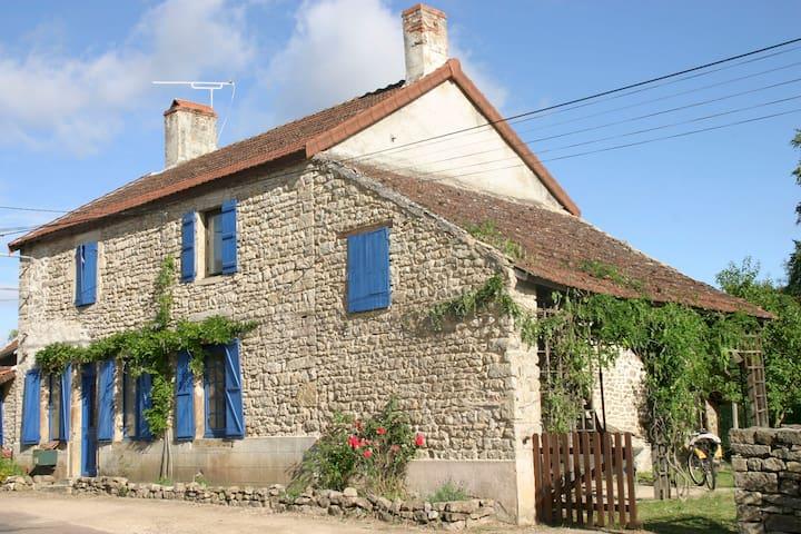 Belle Maison en Bourgogne - Auxois - flee - Haus