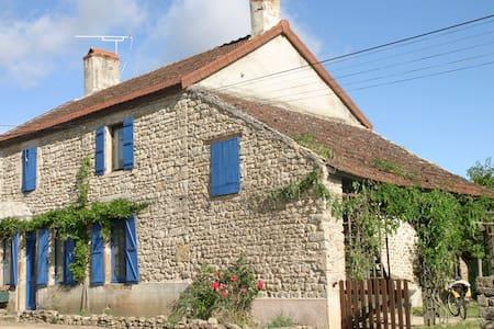 Belle Maison en Bourgogne - Auxois - flee - House