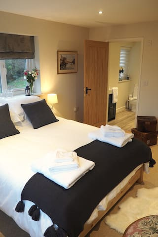 'Cantref' - A spacious double with en-suite shower room. This room has panoramic views across to the Beacons.
