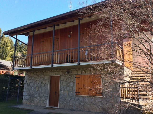 pratico villino a Bratto - Castione della Presolana - Apartamento