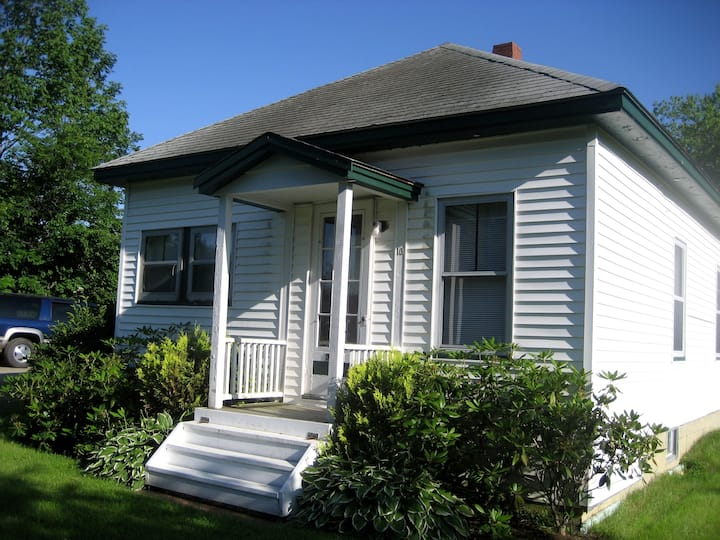 Bungalow close to ocean & downtown.