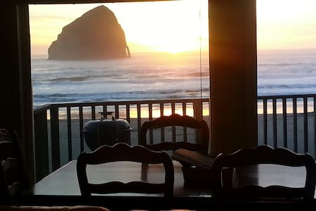 Oceanfront.....in the sand! - Pacific City