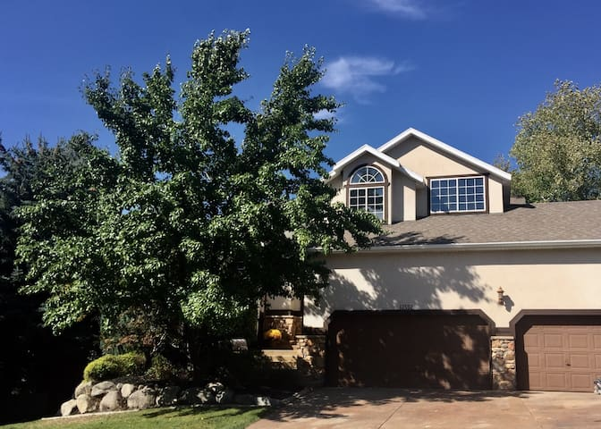 Beautiful house & hot tub, 20 min to snowbird/Alta