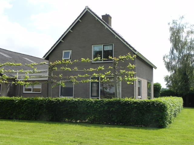 Rust mèt ruimte in Friesland! - Siegerswoude - House