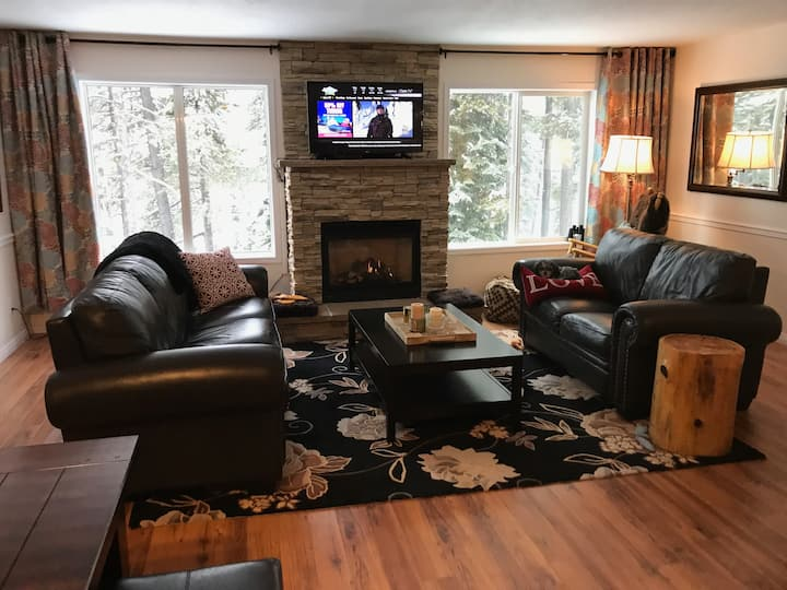 Lovely FOUR bedroom - SKI in/out on Perfection Run