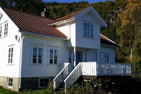 Idyllisk sommerhus på Sørlandet - Lyngdal - 独立屋
