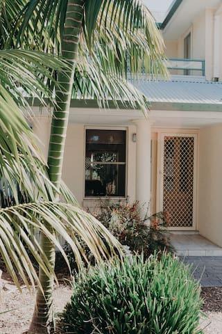Front Yard & Entrance