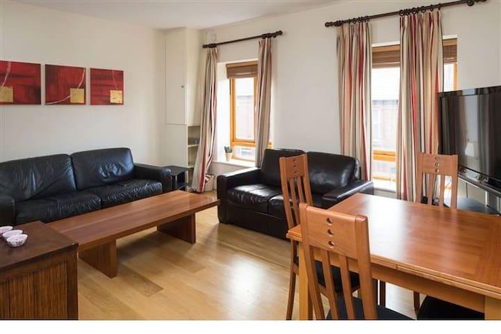 Cosy double bedroom in Portobello neighbourhood