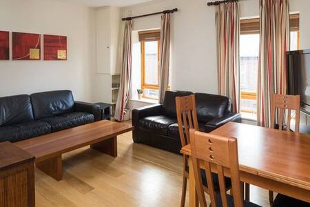 Double bedroom available in a modern two bedroom apartment located in the trendy Portobello neighbourhood of South Dublin City. The apartment is quiet but very centrally located near the canal, bars, restaurants and public transport.